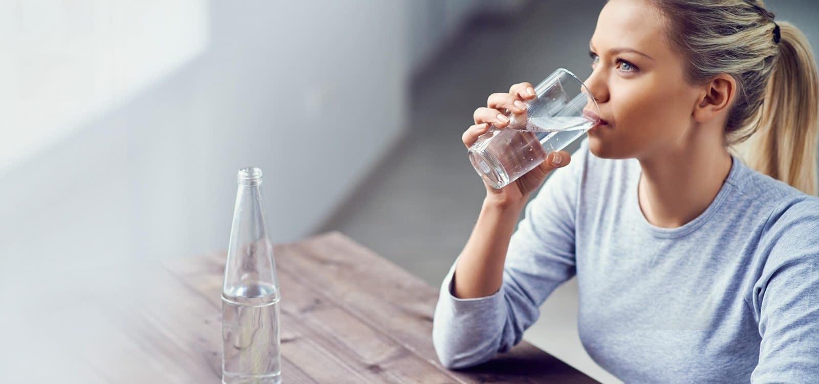 شرب الماء لعلاج الإمساك