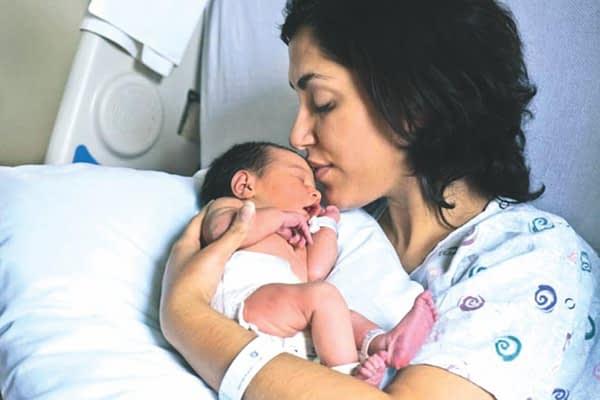 ماذا يعني أن تكوني أمًا